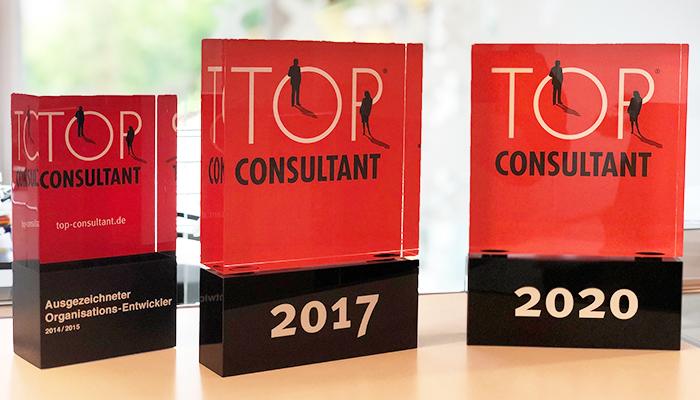 """Der """"TOP CONSULTANT 2020 Award"""" wurde uns am 19. Juni 2020 nach elf Jahren erstmals virtuell von Bundespräsident a. D. Christian Wulff überreicht."""